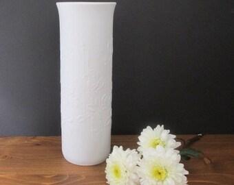 Bisquit Porzellan Op Art Vase weiß / Bisque Op Art Vase | alka-kunst (Alboth & Kaiser) / 1300/25R
