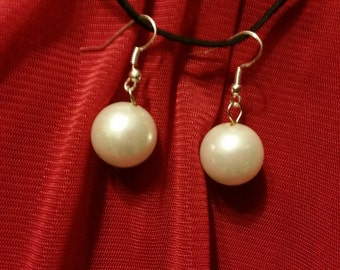 Traditional white pearls