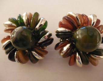 Vintage Round Green Gold Tone Clip On Earrings