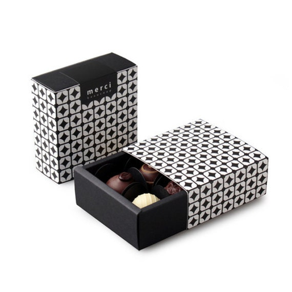 Chocolate Gift Boxes Delhi : Chocolate boxes black chain pattern box set