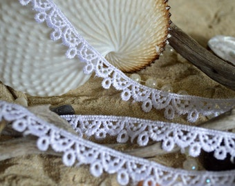narrow white lace (1.5cm), polyester, lace, trim, embroidered, (wh014)