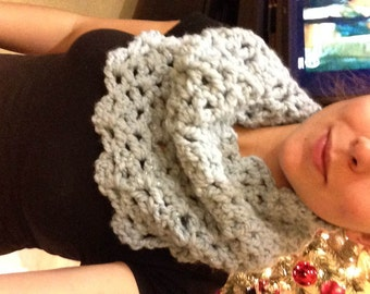 Scalloped Cowl Scarf
