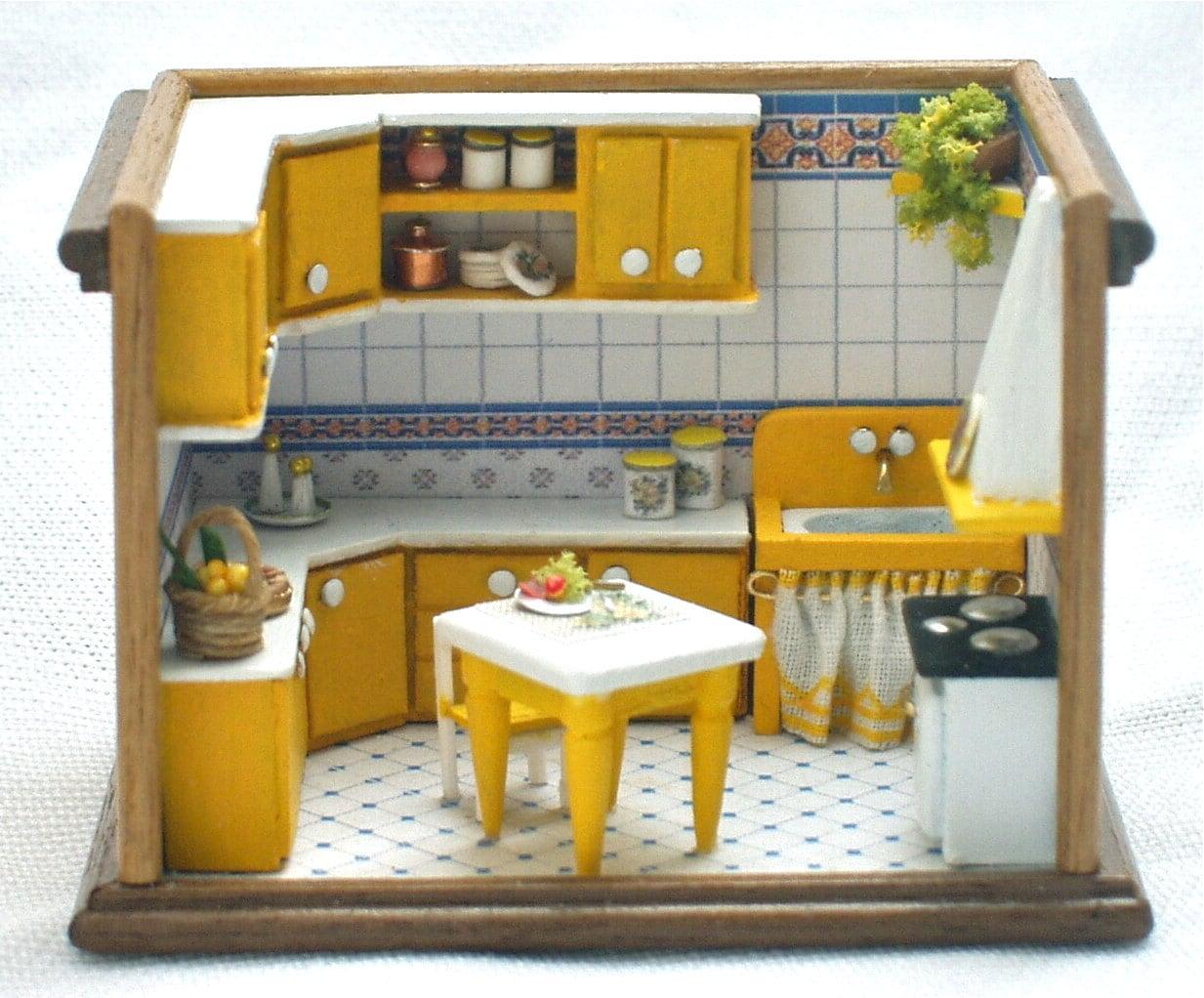 Cucina gialla roombox scala 1/144 fatto a mano.OOAK