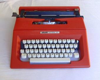Red Olivetti Lettera 25 Typewriter - Mint Condition in Orig. Box - Qwerty Keyboard - Portable Typewriter - Working Typewriter - New Ribbon