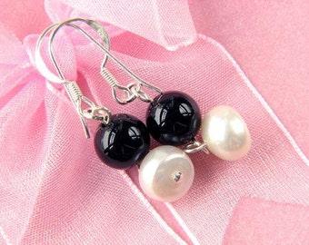 Earrings FW White Pearls 8mm Black Onyx RB 925 EHNX0187
