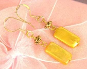 Earrings Gold Biwa Pearls 15mm Pillow 14K ESPG1891