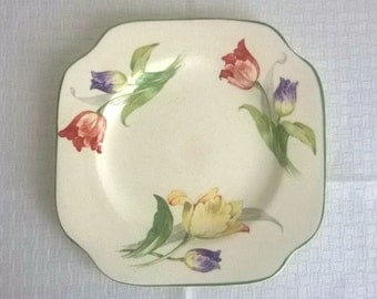 Small plate with tulips