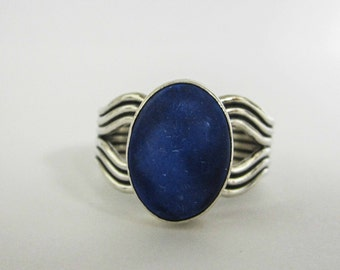 STERLING silver ring, engraved design, deep blue stone