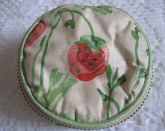 Talon Strawberry Motif Change Purse 1950s Rich Green Velvet Interior