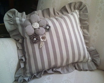 Pillowcase with decorative APPLICATIONS