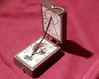 Sundial with compass and pocket.-XVII century-Size 5.5 x 3.5 x 2.5 cm