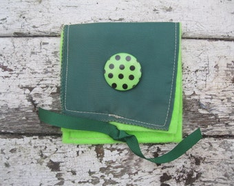 VINTAGE LiNEN KEEPSAKE POUCH in lime and evergreen