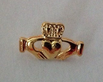 Vintage oldstock irish celtic  claddagh goldtone clutch lapel pin