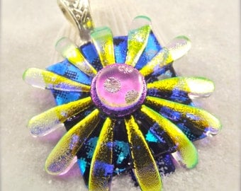 Daisy, dichroic glass pendant, women's jewelry handmade,flower necklace,botanical pendant,unique jewelry women, bridal gift, gifts for woman