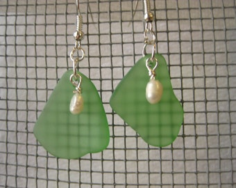 fresh water pearls on green beachglass earrings with silver plated wires,  vintage broken glass earrings, seaglass inspired