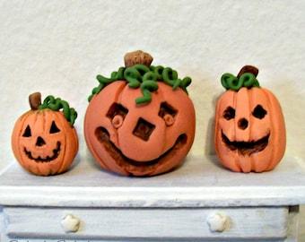 3 Jack-O-Lanterns for Mini Halloween Dollhouse Miniature Artisan Sculpture Orange Pumpkins Doll Decor Tiny Collectibles