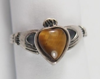 Irish Claddagh Sterling Silver Tiger Eye Heart Shaped Ring Vintage 70s Jewelry Sz 4