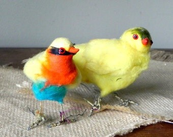 Pair vintage felt felted birds from 1950s with posable adjustable wire feet