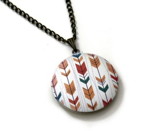 Arrow Locket Necklace, Triangles Necklace, Geometric Locket Necklace