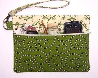 Zippered Green Owls Wristlet Clutch, Cream Brown Womens Wallet, Lined Makeup Bag, Camera or Gadget Bag, Phone Case, Owls on Branches Purse