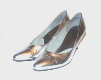 1980s shoes / vintage 80s high heels / 6.5 / Shiny Silver High Heels