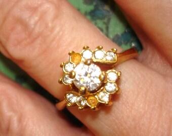 SALE vintage faux diamond gold ring FIX or WEAR 9