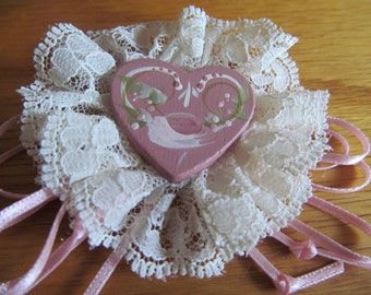 lace heart brooch