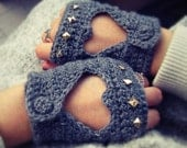Fingerless cut out heart drive gloves, gold or silver studs on knuckle - Made to order