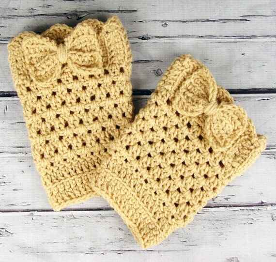 Lovely Pair of Crocheted Buff Tan Beige Boot Cuffs with Bows