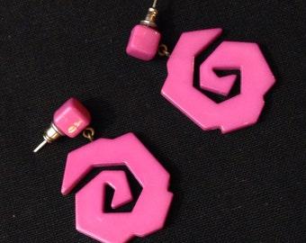 Abstract Jagged Swirl 80s Denmark Plastic Earrings
