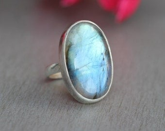 Natural Labradorite ring - Oval ring - Bezel ring - Rings for women - Gemstone ring - Sterling silver - Gift for her