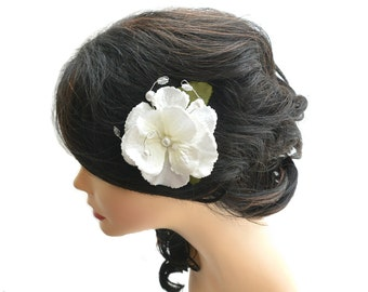 Wedding white flower hair clip, bridal fascinator, bridesmaid hair accessories