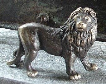 King Lion Bronze figurine, African Plains Animal