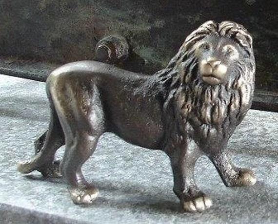 King Lion Bronze figurine, African Plains Animal