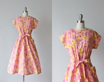 Vintage 1950s Dress / 50s Floral Print Dress / Floral Dress / Sleeveless / Field Daisies