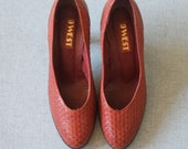 perfect woven pumps -- vintage 70s nine west woven leather wooden stacked heels size 7 1/2