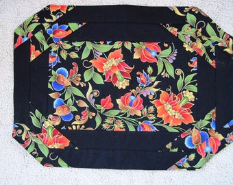 Placemat set of Six Bright Floral with black accents Quiltsy handmade