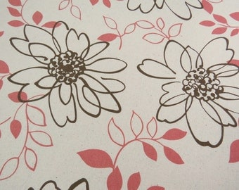 2521B - Large Flower and Leaf Brown in Linen White, Retro Big Flowers Fabric