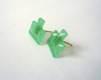 Green glass studs. Post earrings. Art deco vintage studs.