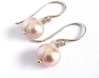 Pink Pearl Earrings. Bridal Pearl Earrings. Pearl and Sterling Silver Earrings