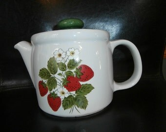 Teapot  STRAWBERRY COUNTRY 5 Cup Tea Pot with Lid Vintage McCoy Teapot