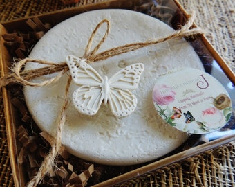 Clay Butterfly Gift Tag Wedding Favor Tag Mini Hang Tags Bridal Bouquet Charm Wine Charms Packaging Tag Vintage Cottage Chic Wedding Theme