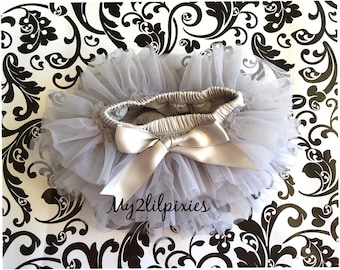 GREY TUTU bloomers, ruffles all around,chiffon Baby Bloomer, Diaper cover, photo prop, newborn tutu bloomers, cake smash- ready to ship