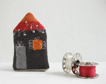 Tiny HOUSE brooch. Grey red orange with grey door and christmas lights