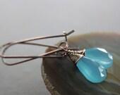 Bright aqua blue chalcedony briolette copper earrings on kidney shape earwires - Copper earrings - Gemstone earrings - Drop earrings - ER044