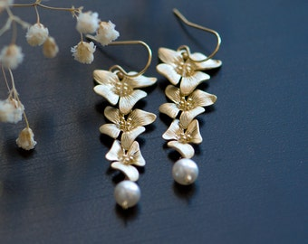 Pearl earrings, Flower earrings, Gold flower earrings, bridesmaids gift, Swarovski pearl, Nature inspired jewelry, June birthstone earrings