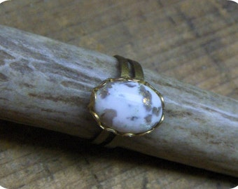 Gwendolyn's Gold . Vintage Gold and Cream Glass Handmade Cabochon ring Osfa. Handmade  Boho