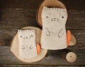 Hand-stitched Wool Felt Finger Puppet: Mama Cat and Kitten by Kata Golda