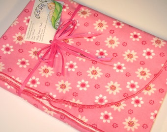 Extra Large - (Daisy Kingdom) White Daisy Flannel Receiving Blanket -  Swaddle Blanket, Newborn Blanket, Receiving Blanket. Baby Blankets