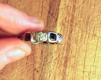 Jewelry. Vintage. Rhinestone silver Metal Band Ring // Size  6